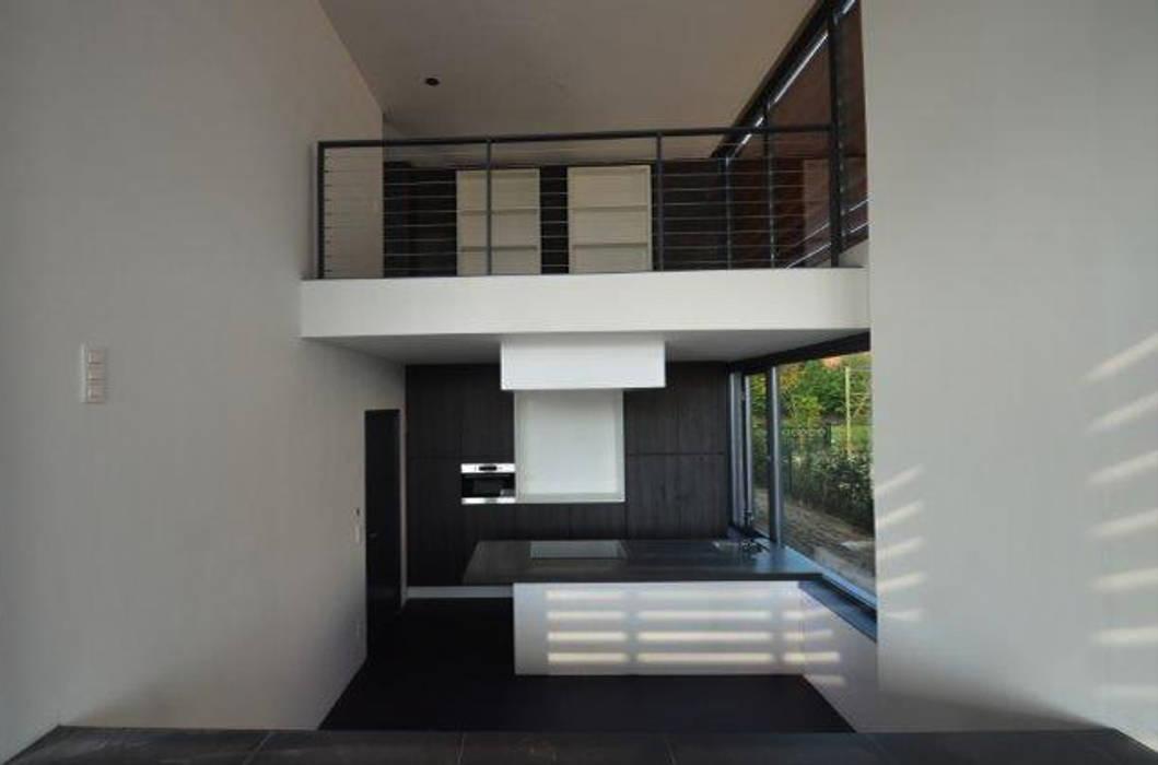 Black & White Moderne keukens van ENA architecten Modern