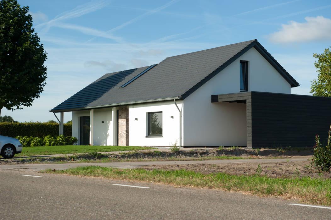 woonhuis Berkel-Enschot:  Woonkamer door Jan Couwenberg Architectuur