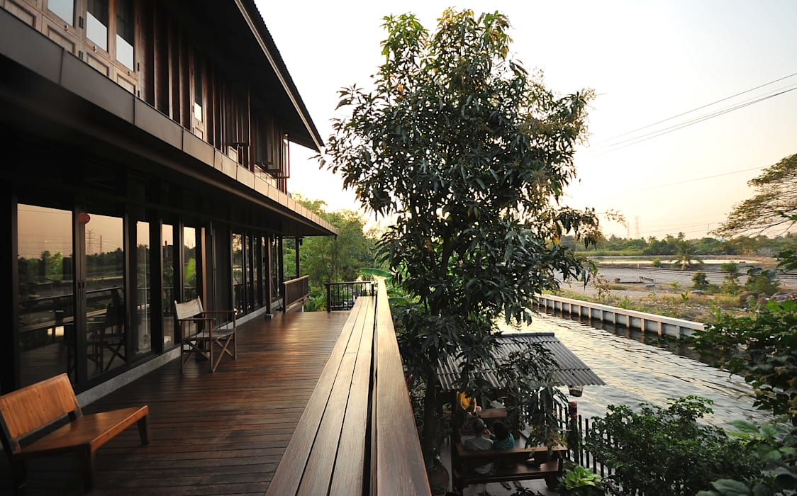 by บริษัท สถาปนิกชุมชนและสิ่งแวดล้อม อาศรมศิลป์ จำกัด Country Wood Wood effect