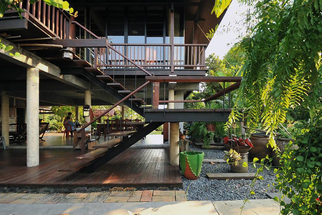 Houses by บริษัท สถาปนิกชุมชนและสิ่งแวดล้อม อาศรมศิลป์ จำกัด, Country Wood Wood effect