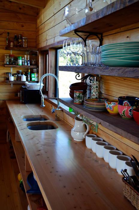 CASA AF: Cocinas de estilo  por BLAC arquitectos, Rústico Madera Acabado en madera