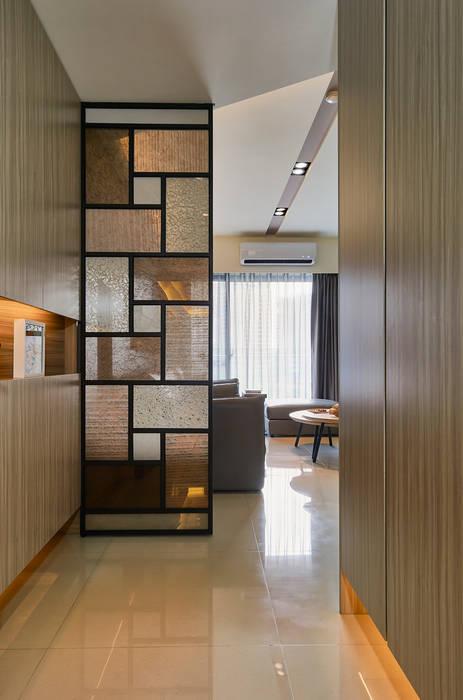 迎大門而立的拼布感屏風 青瓷設計工程有限公司 現代風玄關、走廊與階梯
