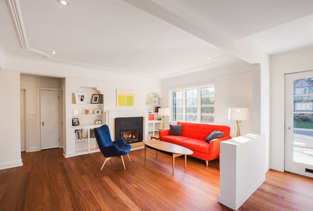 The Hambly House:  Living room by dpai architecture inc