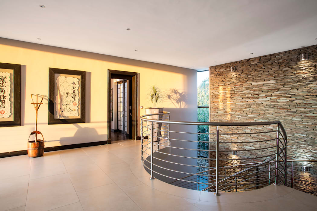 Visual splendour Modern Corridor, Hallway and Staircase by FRANCOIS MARAIS ARCHITECTS Modern