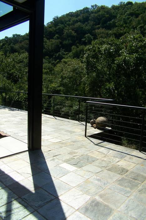 Modern balcony, veranda & terrace by Human Voice Architects Modern