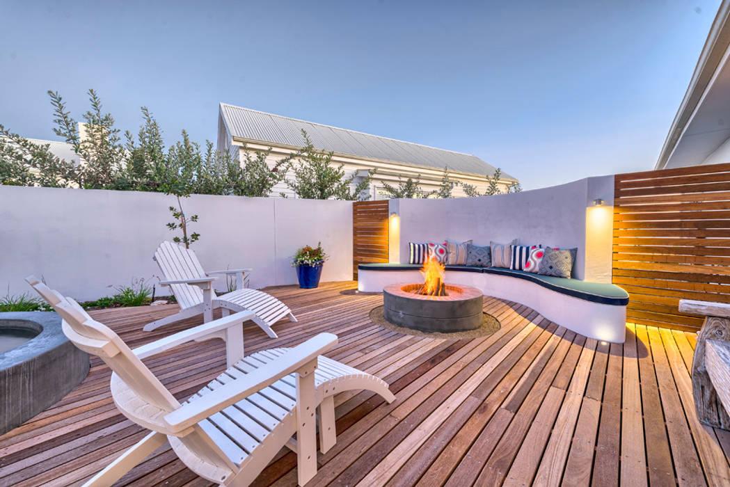Terrazas de estilo  de House Couture Interior Design Studio, Ecléctico