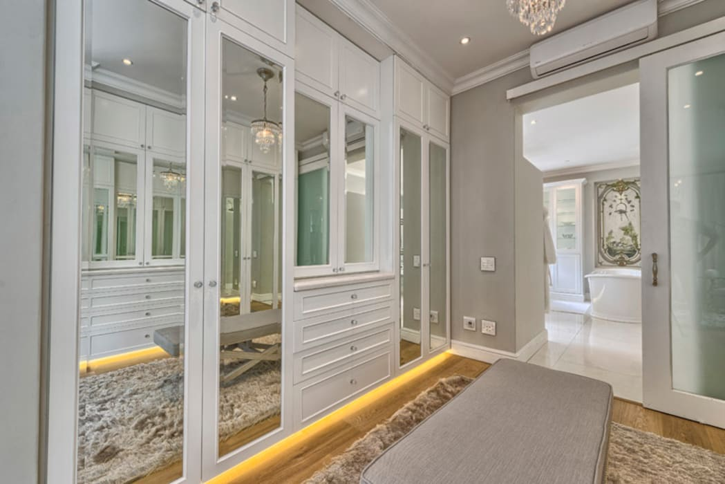 Saffraan Ave:  Dressing room by House Couture Interior Design Studio,