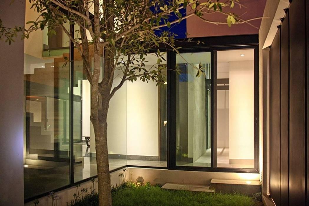 Jardín interior : Jardines de estilo industrial por Narda Davila arquitectura