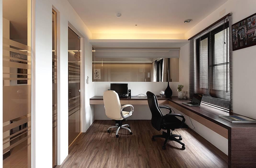 Bureau moderne par 禾光室內裝修設計 ─ Her Guang Design Moderne