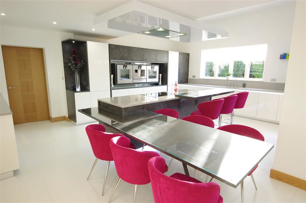 A modern design with quirky features:  Kitchen by PTC Kitchens