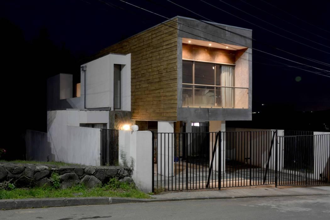 Casa Las Encinas 73, Coronel Casas de estilo minimalista de Sociedad Castillo Arquitectos Ltda. Minimalista Concreto reforzado
