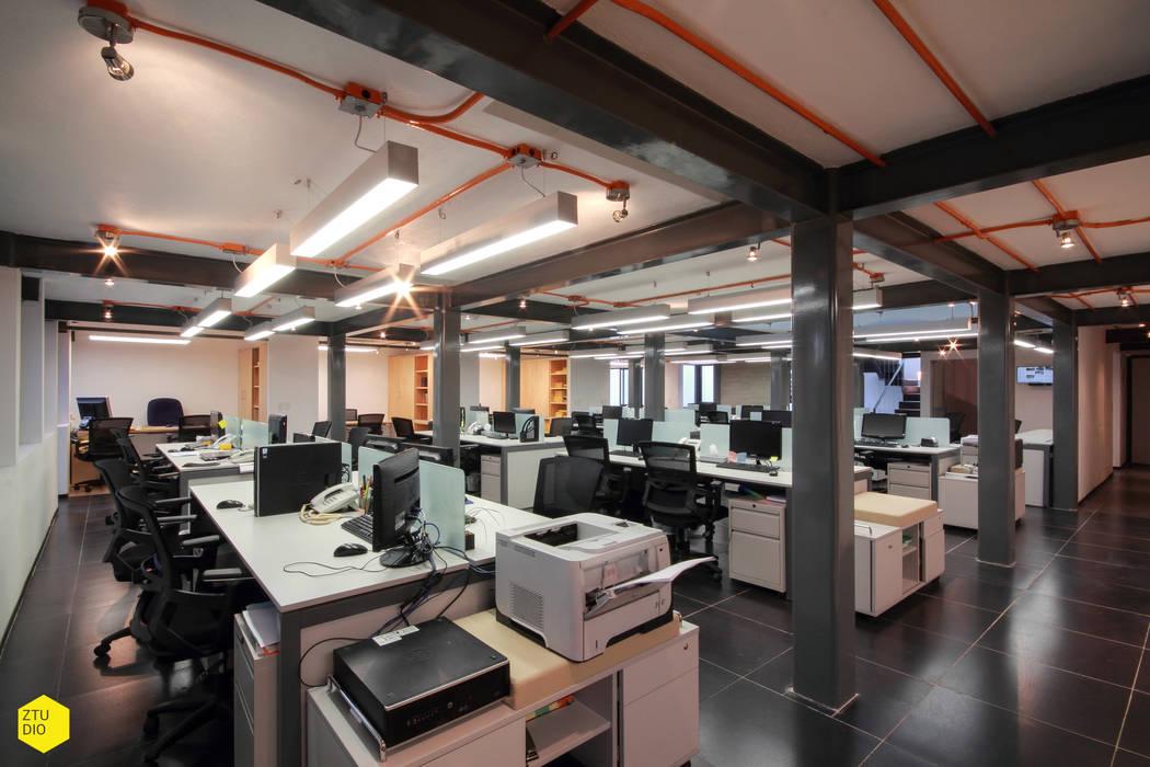 Área Operatios: Estudios y oficinas de estilo minimalista por ZTUDIO-ARQUITECTURA