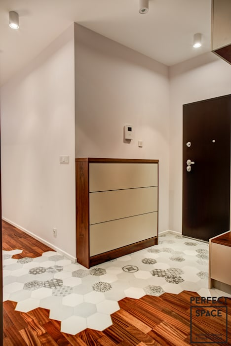 Modern Corridor, Hallway and Staircase by Perfect Space Modern