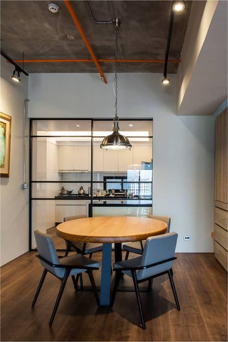 輕工業風:  餐廳 by 木皆空間設計