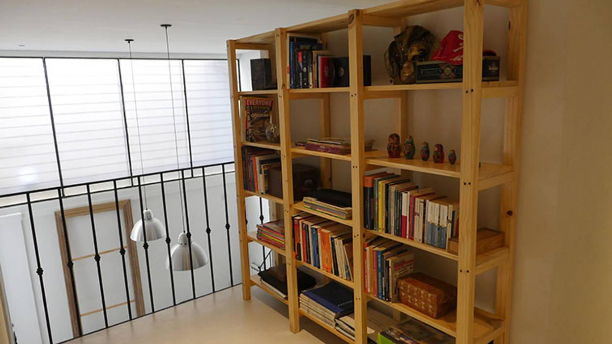 Phòng học/văn phòng phong cách kinh điển bởi Isabel Amiano Arquitectura Kinh điển