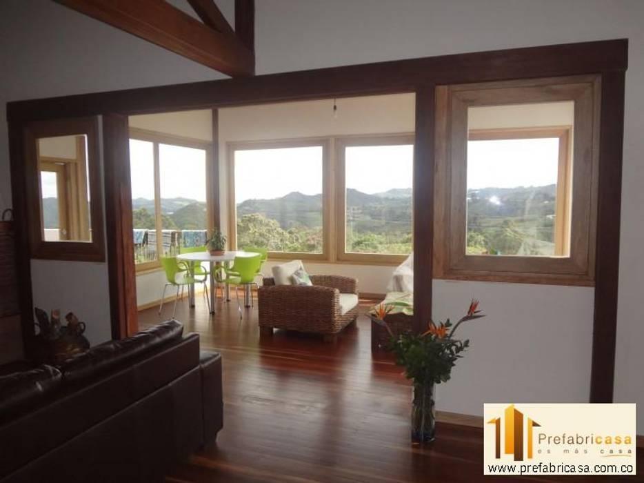 Casa Prefabricada en Bogota Salas de estilo rústico de PREFABRICASA Rústico