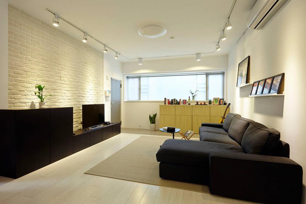 新北 中和 Huang residence:  客廳 by 双設計建築室內總研所,