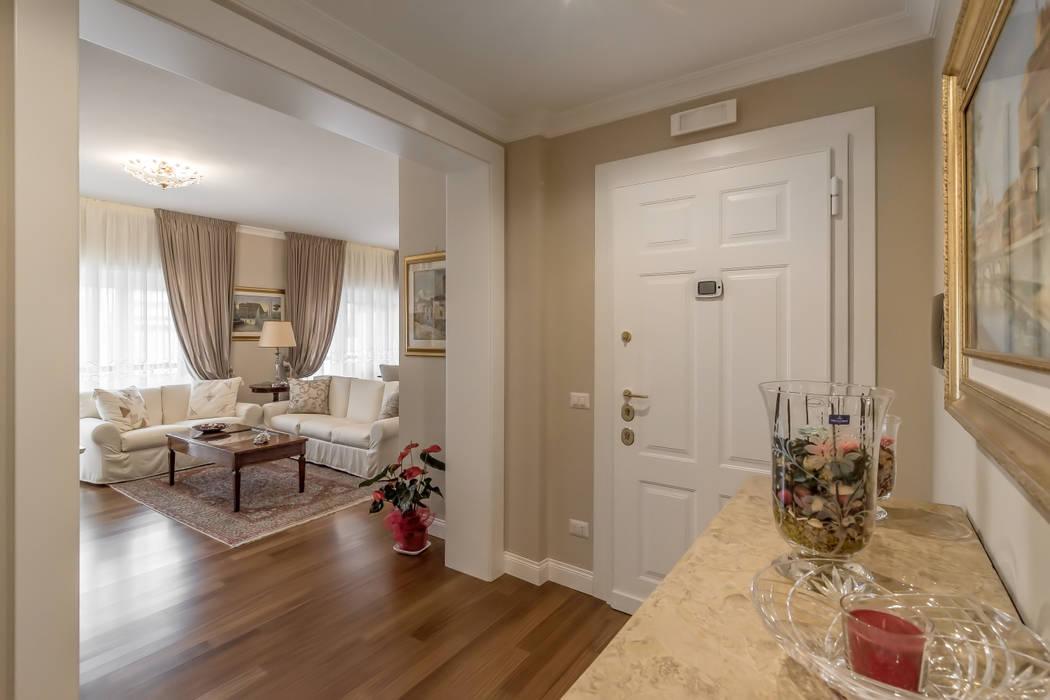Pasillos y recibidores de estilo por facile ristrutturare for Arredo interni idee