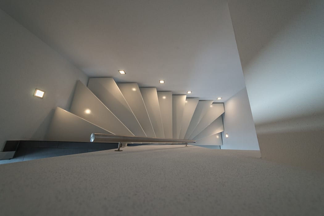 Modern Corridor, Hallway and Staircase by Kimberly Kurz Immobilien Modern