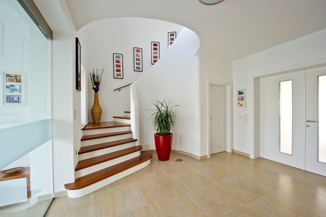 Corridor & hallway by WimbergerHaus,
