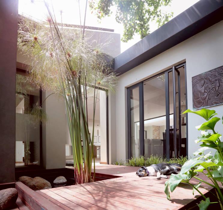 Fenêtres & Portes modernes par Architects Of Justice Moderne