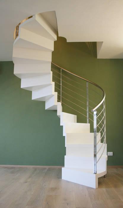 scala elicoidale living: Soggiorno in stile in stile Moderno di Architetto Luigi Pizzuti