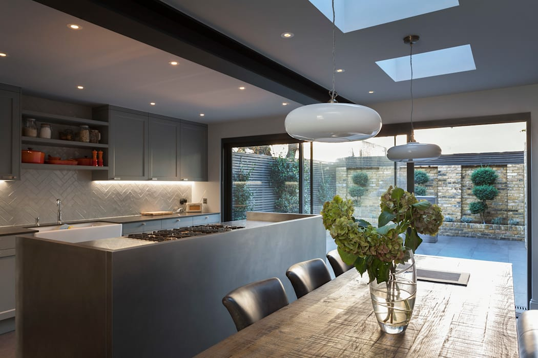 Balham House: eclectic Kitchen by Blankstone