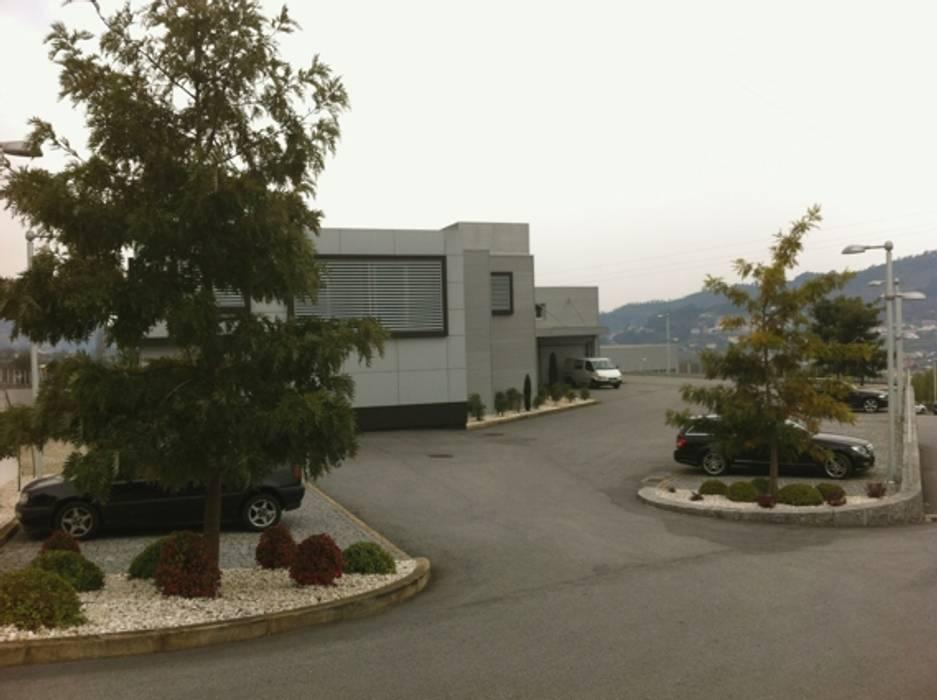 Exteriores por Área77 - arquitectura, engenharia e design, lda Moderno