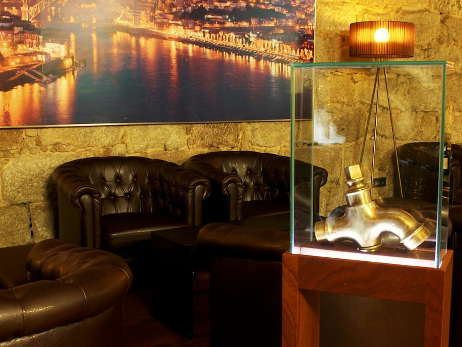 Sala de provas da Vasconcellos : Adegas  por Área77 - arquitectura, engenharia e design, lda,