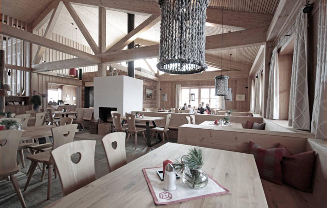 Sala da pranzo in stile in stile country di besto zt gmbh_ architekt ...