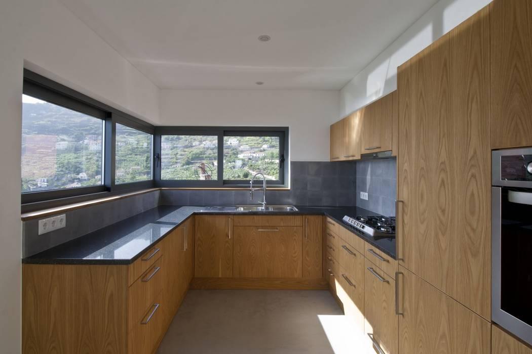 Kitchen Cocinas de estilo minimalista de Mayer & Selders Arquitectura Minimalista Madera Acabado en madera