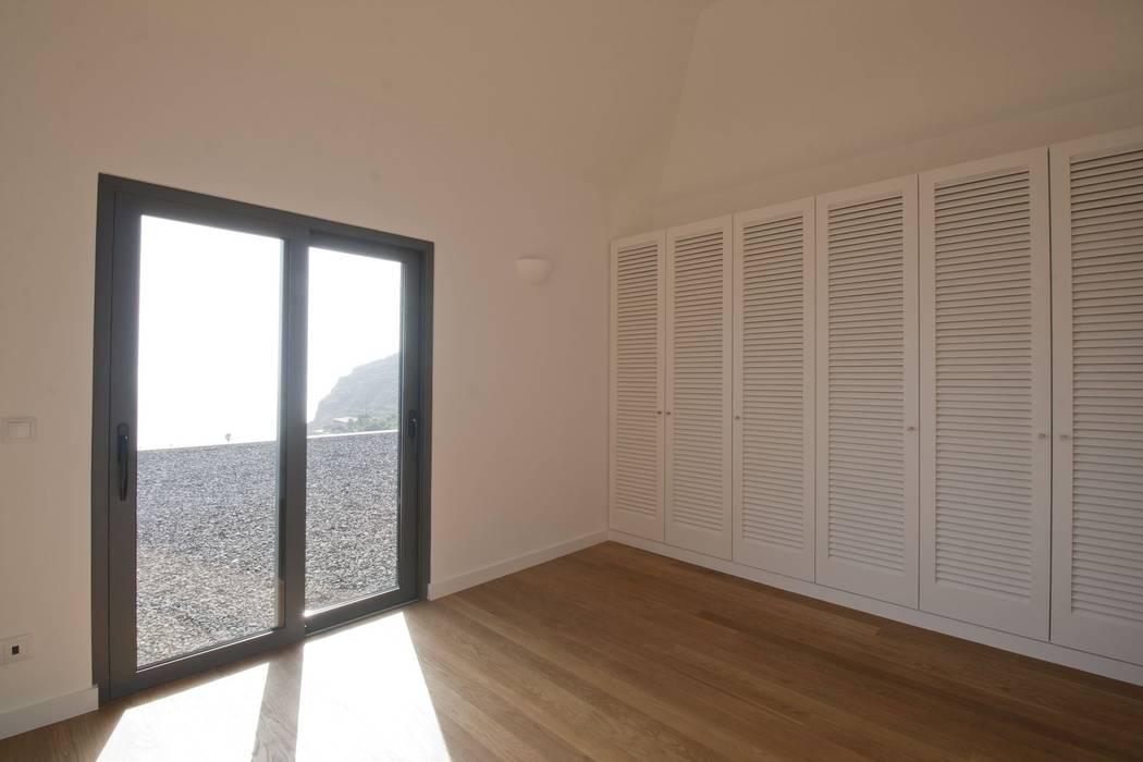 Bedroom Habitaciones de estilo minimalista de Mayer & Selders Arquitectura Minimalista Madera Acabado en madera
