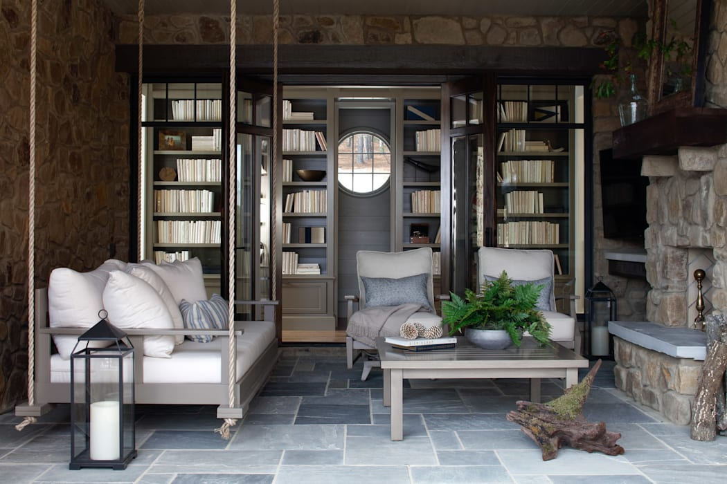 Lakefront Retreat:  Houses by Christopher Architecture & Interiors, Rustic