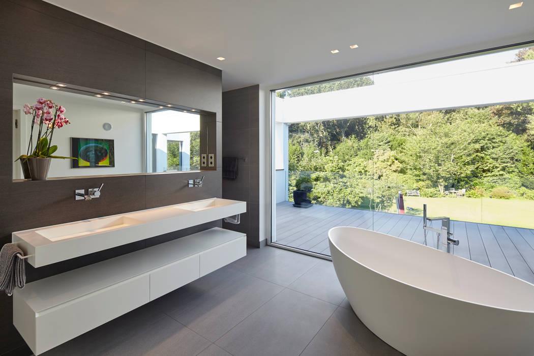 Villa S. Moderne Badezimmer von Lioba Schneider Modern