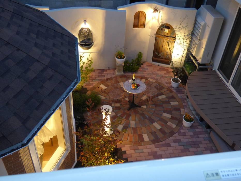 プライベートな空間のおしゃれなパティオ | エクステリア&ガーデンデザイン専門店 エクステリアモミの木: エクステリアモミの木 | エクステリア&ガーデンデザイン専門店が手掛けた庭です。,オリジナル