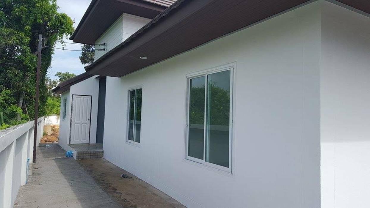 Modern Windows and Doors by สถาปนิกสร้างสรรค์ Modern Concrete