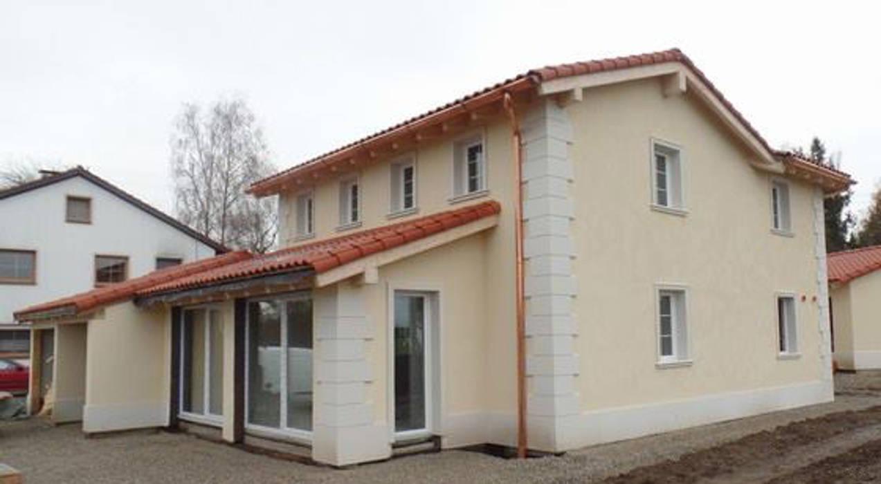 Villeta con decorazioni architettoniche in stile rustico moderno Eleni Decor Casa rurale