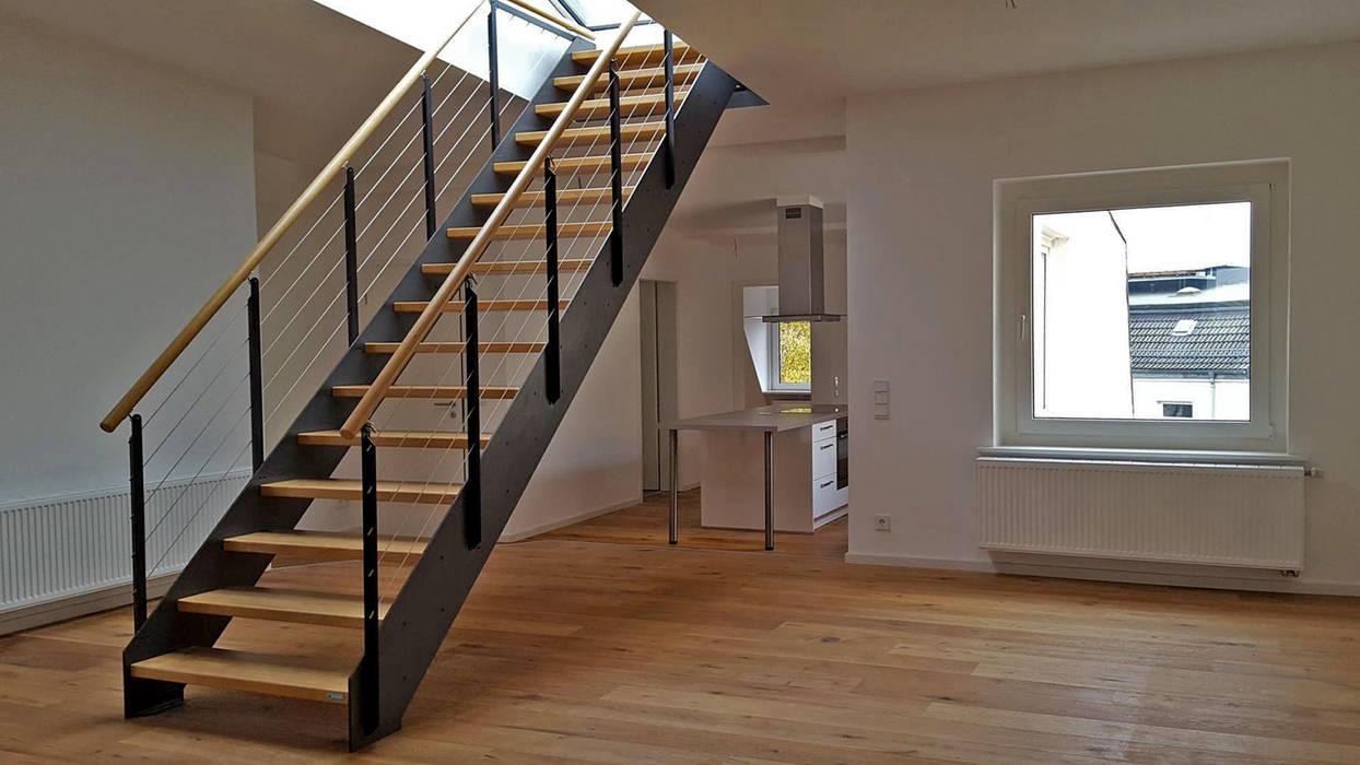 Treppe zur dachterrasse moderne wohnzimmer von ...