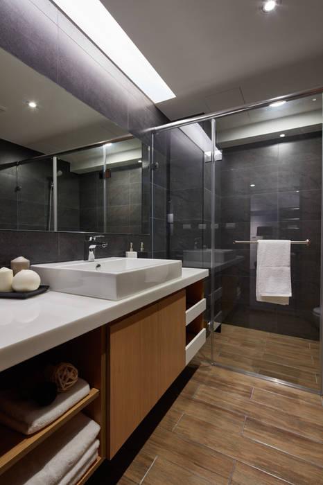 Industrial style bathrooms by 合觀設計 Industrial