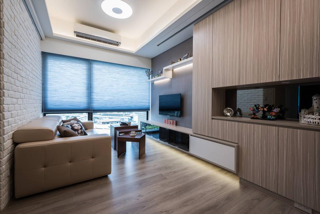 電視櫃:  客廳 by 你你空間設計