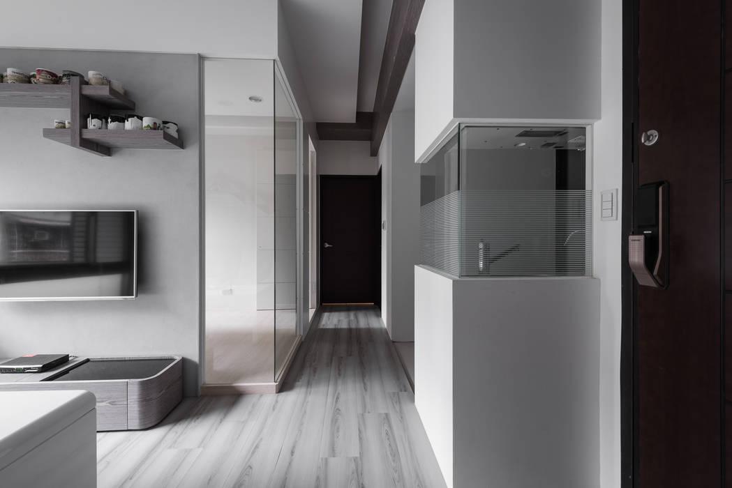 穿透視野 現代風玄關、走廊與階梯 根據 你你空間設計 現代風