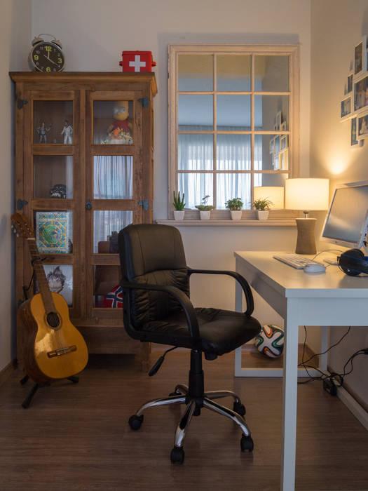Apartamento Ben Gurion:   por Manuela Marques Arquitetura,Eclético