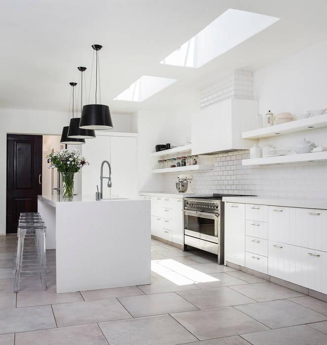Chefs Kitchen:  Kitchen by W Cubed Interior Design, Classic Quartz
