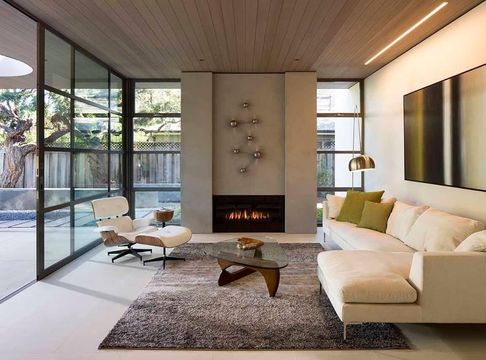 The Lantern House:  Living room by Feldman Architecture