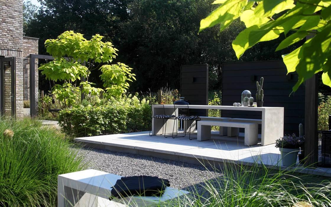 Stoer terras met modern meubilair tuin door stoop tuinen homify