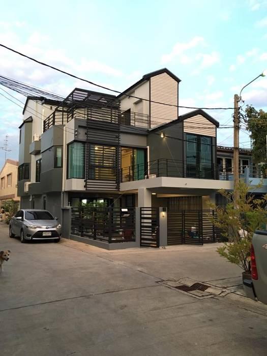 Renovate บ้านเดี่ยว 3 ชั้น:  บ้านและที่อยู่อาศัย โดย สายรุ้งรีโนเวท, โมเดิร์น คอนกรีต