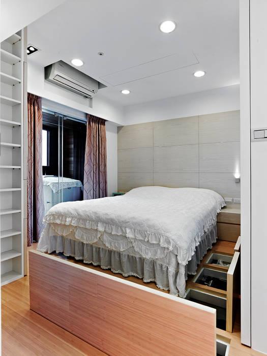 小坪數時尚精品屋 Modern style bedroom by 瓦悅設計有限公司 Modern