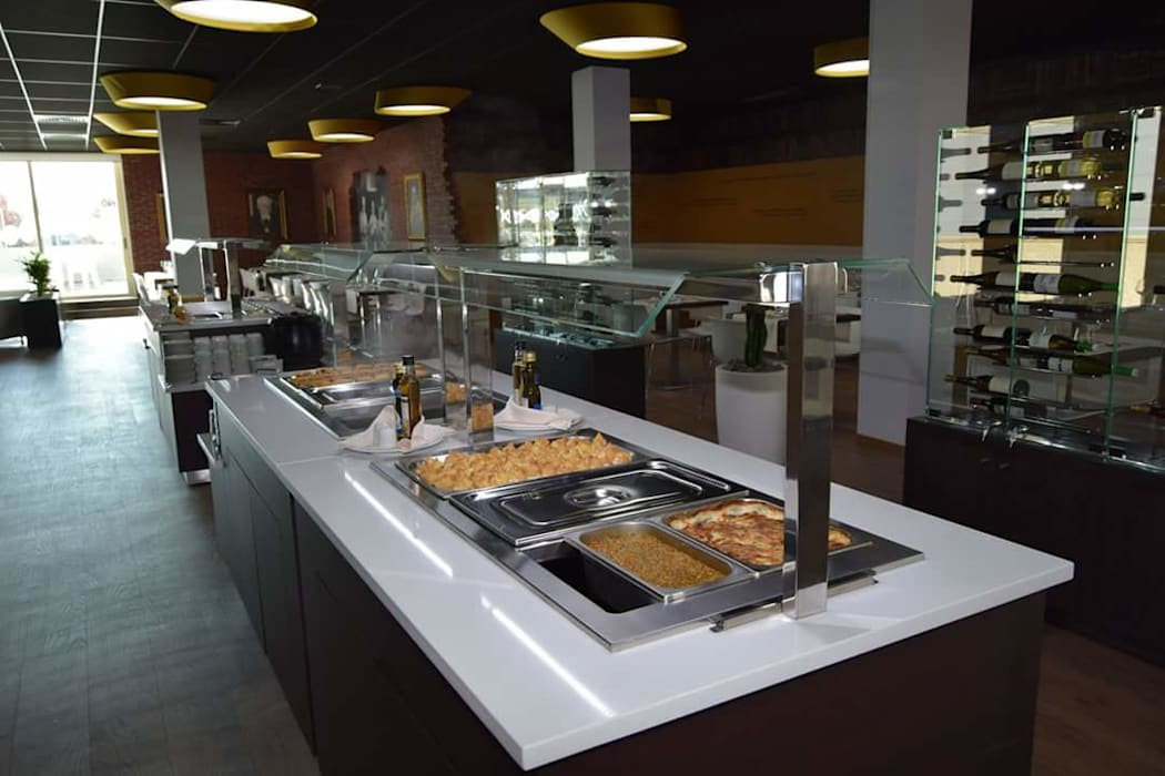 Móvel refrigerado para refeições.: Bares e clubes  por Área77 - arquitectura, engenharia e design, lda,