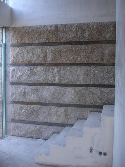 Pormenor do vestíbulo de entrada Casas modernas por Área77 - arquitectura, engenharia e design, lda Moderno
