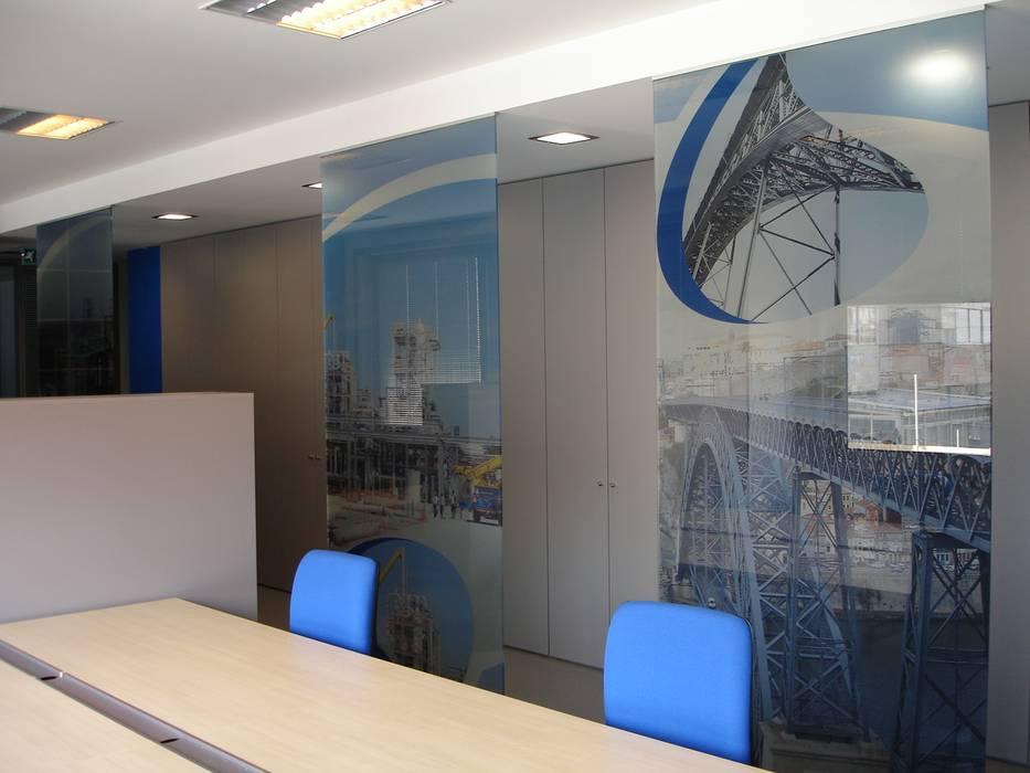 Área de trabalho: Escritórios  por Área77 - arquitectura, engenharia e design, lda